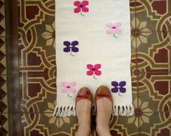 Tapete Floral - Flores Sobre Fundo Cr�.