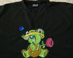 Camiseta Preta - Bordada Tartaruga