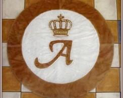 Tapete Com Coroa Sobre A Letra