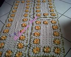 Jogo de passadeiras cr� e flores amarela