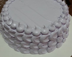 Bolo decorado com marshmallow