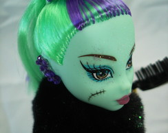 Boneca estilo Monster High Franky Verdil