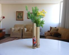 Vaso de bambu duplo, com motivo religios