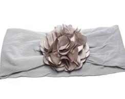 Faixa meia de seda prata c/ flor cetim