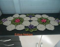 Caminho de mesa com flores
