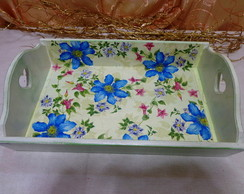 Bandeja Verde Clara com Flores Azuis
