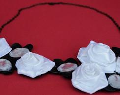 Maxi Colar Flores Preto e Branco