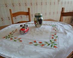 Toalha adamascada com flores vermelhas