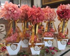 Topiara Hort�ncia rosa & dourado com tag