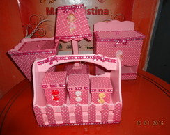 O kit higiene menina forrado com tecido