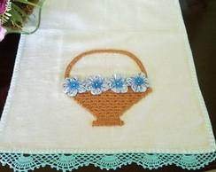 pano de copa cesta com flores de cetim