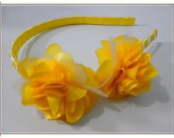 Tiara amarela e branca com flores