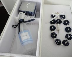 Caixa de batizado com vela e agua benta