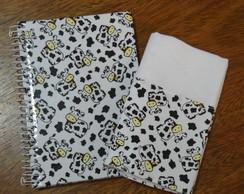 Caderno de receitas e pano de prato