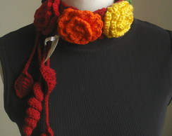 Gargantilha em crochet, flores coloridas