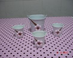 Conjunto de baldinhos decorados.