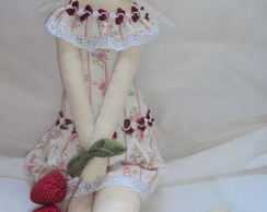 Tilda Anjo segurando moranguinhos