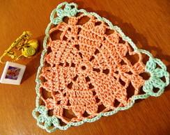 Toalhinha em crochet Tri�ngulo Cora��es