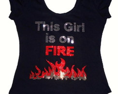 T-Shirt This Girl is on Fire em Strass