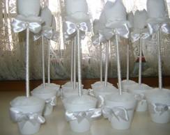 vasinhos de tulipas brancas