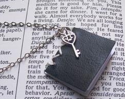 Colar Mini Livro