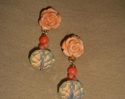 brinco de rosinha coral