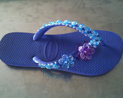 chinelo bordado roxo