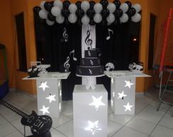 Aluguel Proven�al Musical Preto e Branco
