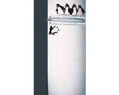 Adesivo geladeira pinguim caindo com cor