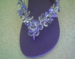 chinelo bordado com flores de lentilha