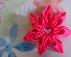 Acess�rio para cabelo flor de cetim rosa