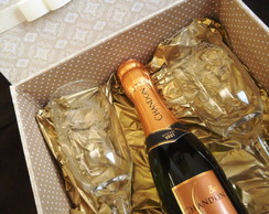 Caixa para Mini Chandon ou Vinho e Ta�as