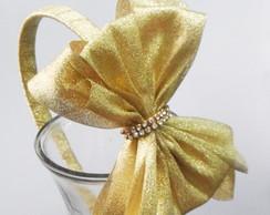 Tiara dourada com strass
