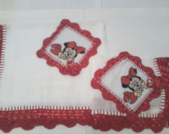 Jogo de fraldas com croch� e bordado pon