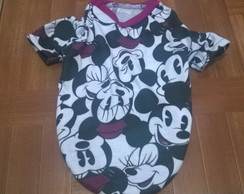 Roupinha com estampa do Mickey e Minnie