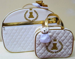 Bolsa em Matelass� Branco Com Dourado