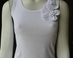 Camiseta detalhe flor