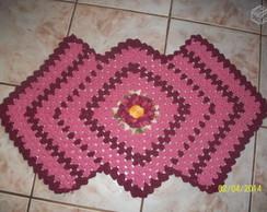 tapete rosa/vinho com flor