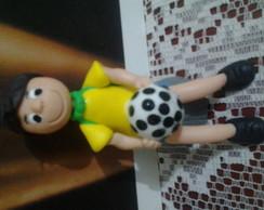 topo de bolo menino com roupa do Brasil