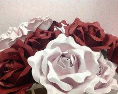 Vaso proven�al de rosas de papel