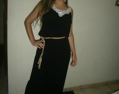 vestido longo preto com guipir no decote