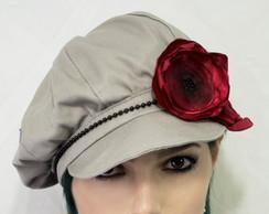 Boina Isadora com flor vermelha