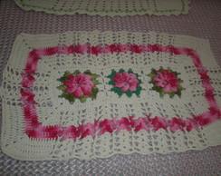 tapete cr� com flores e detalhes rosa