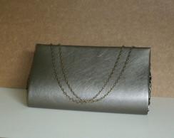 Bolsa carteira prata velha com corrente