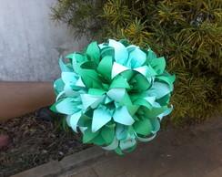 Buqu� de flores em origami.