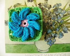 Flor em crochet p�talas dobradas