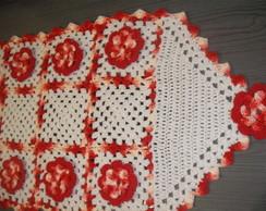 Trilho de mesa em flores vermelha