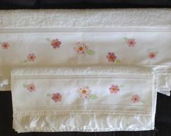 Jogo de toalhas com aplica��o Flores