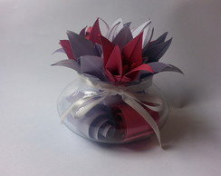 Arranjo de Vidro com L�rios de Origami