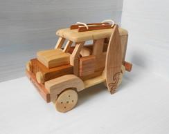 Jeep De Madeira com rack e prancha